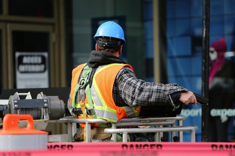 ouvrier en execution de travail